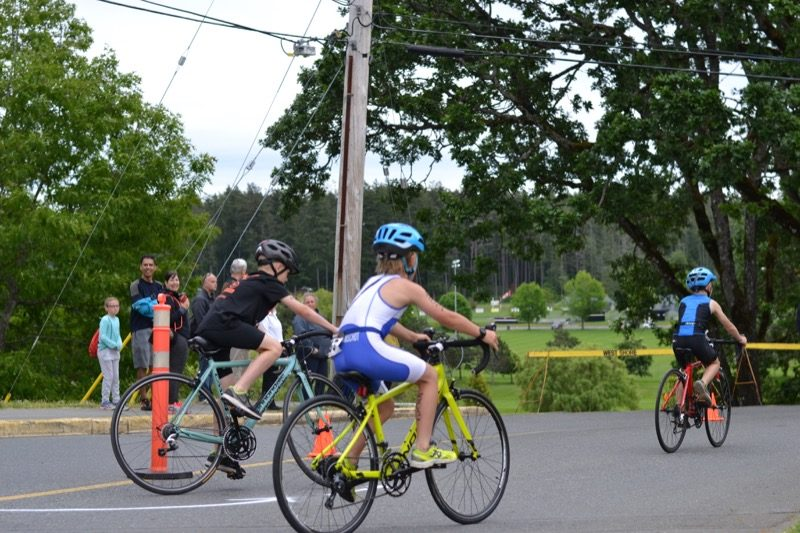 Cyclists make the turn at the Youth Triathlon Westshore 2018.